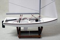 470 segelbåt 26x42 cm